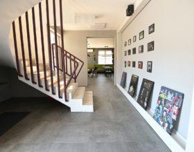 Filmski Studio Bosonoga - Ulaz u kafe